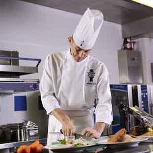 Cử nhân quản trị nhà hàng khách sạn quốc tế LCB