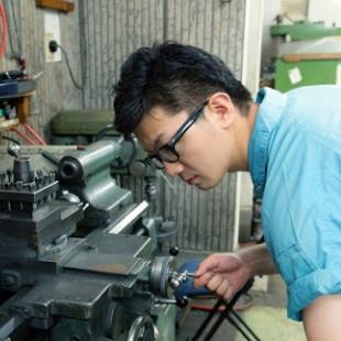 Kỹ sư cơ khí chế tạo máy TV