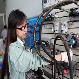 Kỹ sư công nghệ kĩ thuật điện - điện tử