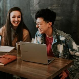 Cử nhân Quản trị kinh doanh - Amity Global Business School