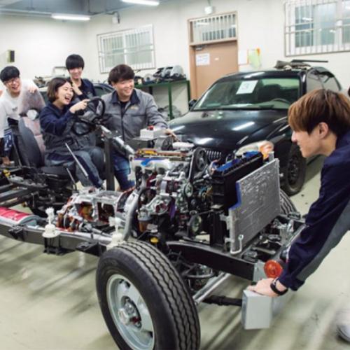 Cử nhân Công nghệ ô tô