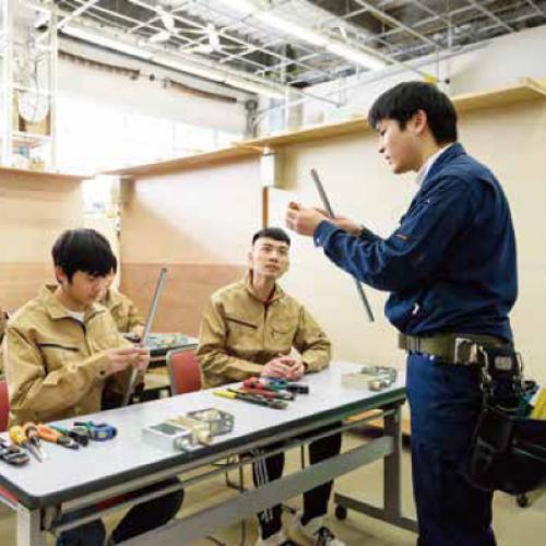 Cử nhân thực hành Công nghệ kỹ thuật điện