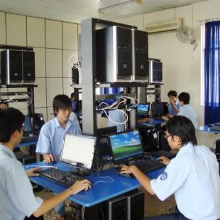 Cử nhân Quản trị mạng máy tính - Cao đẳng Văn Lang