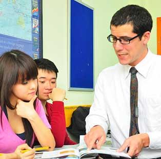 Cử nhân Tiếng Anh & Ngôn ngữ học University of Gloucestershire đại học kinh tế tài chính uef