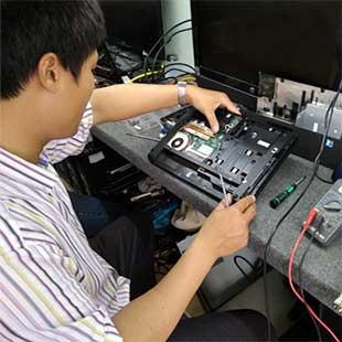 Kỹ sư thực hành Kỹ thuật sửa chữa, lắp ráp máy tính Cao đẳng Kỹ thuật Nguyễn Trường Tộ